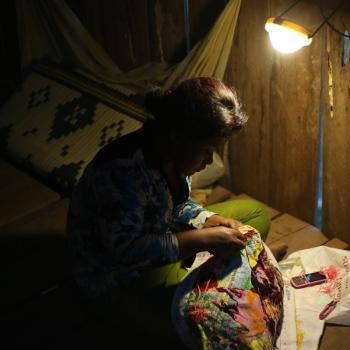 Une bénéficiaire d'un programme énergie d'Entrepreneurs du Monde credit photo RC Photography